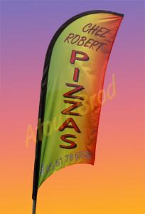 Drapeau oriflamme Personnalisé pour un professionnel « PIZZAS ROBERT » à Colomiers par ATOUT BROD, Toulouse, Mondonville