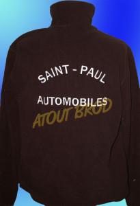 Polaires brodées pour le garage Renault « Saint-Paul Automobiles » par ATOUT BROD Toulouse, Mondonville