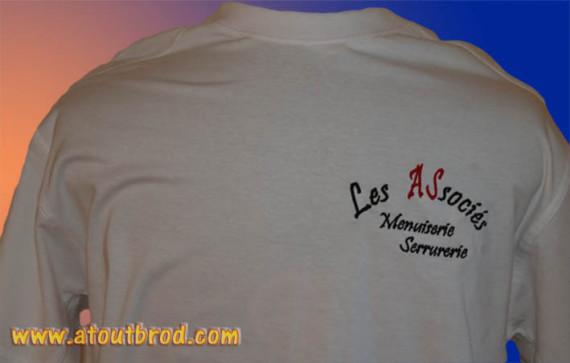 Logo SARL LES ASSOCIES brodé sur des t-shirts par ATOUT BROD ( vêtement, marquage textile, Toulouse, Mondonville